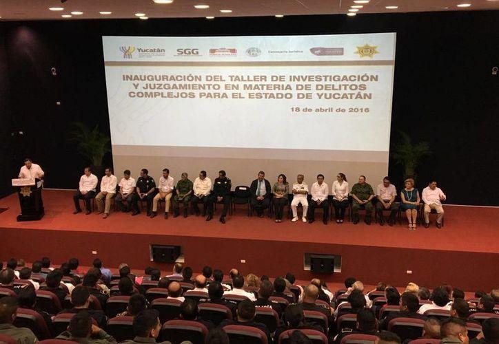 Este lunes dio inicio en Mérida el taller de Investigación y Juzgamiento en Materia de Delitos Complejos. Concluirá el viernes. (Foto cortesía del Gobierno de Yucatán)