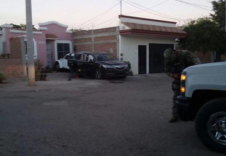 Una fuerte balacera despertó a los habitantes de los fraccionamientos Villa del Real y Camino Real. (twitter.com/OlegarioMX)