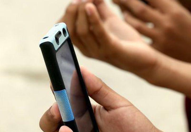La ortografía de los estudiantes de primaria es arruinada por el uso de celulares, afirma el directivo de una escuela.  (Redacción/SIPSE)