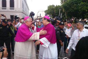 Mons. Gustavo Rodríguez Vega recibe la S. I. Catedral de Yucatán