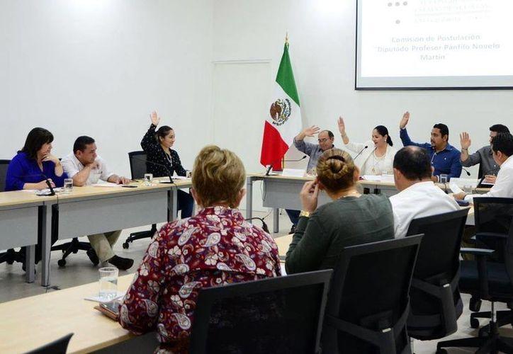 Diputados avalaron las designaciones para la Medalla 'Héctor Victoria Aguilar' y el reconocimiento 'Diputado Pánfilo Novelo Martín'. (Milenio Novedades)