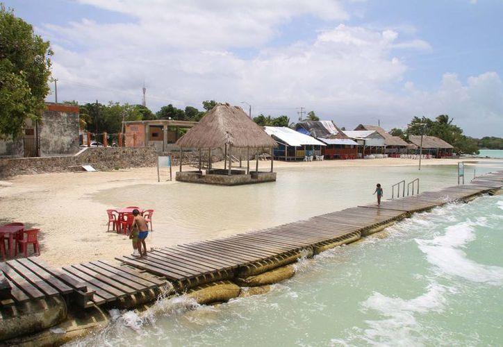 El nivel de enterococos incrementa durante la temporada de lluvias por los arrastres de agua que llegan a las playas. (Harold Alcocer/SIPSE)