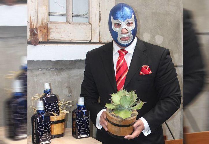 El Mezcal Blue Demon Jr. fue doblemente galardonado en la edición 29 del certamen de Envase Estelar 2014. (Notimex)