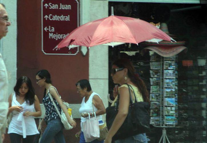 Todavía este martes continuaron las temperaturas en Mérida por arriba de los 40 grados. El registro máximo fue de 42.3 grados. (José Acosta/SIPSE)