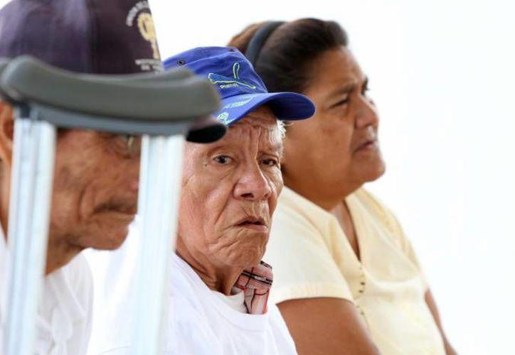Entre las violaciones a los derechos fundamentales de los adultos mayores están las omisiones en la atención médica en instituciones públicas, indica la CNDH. (Archivo/SIPSE)