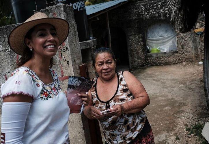 Marybel Villegas visitó a decenas de familias de comunidades consideradas 'en total abandono', en José María Morelos. (SIPSE)