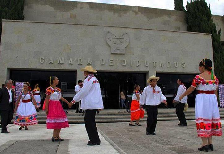 El Huapango de Hidalgo es una tradición que debe conservarse, según diputados locales. (Facebook/Congreso Del Estado de Hidalgo)