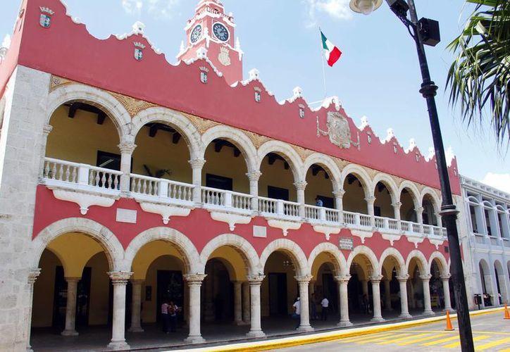 El Ayuntamiento de Mérida recurrirá a instancias federales en el caso de las luminarias. En la foto, el edificio que es sede de la Comuna. (SIPSE)