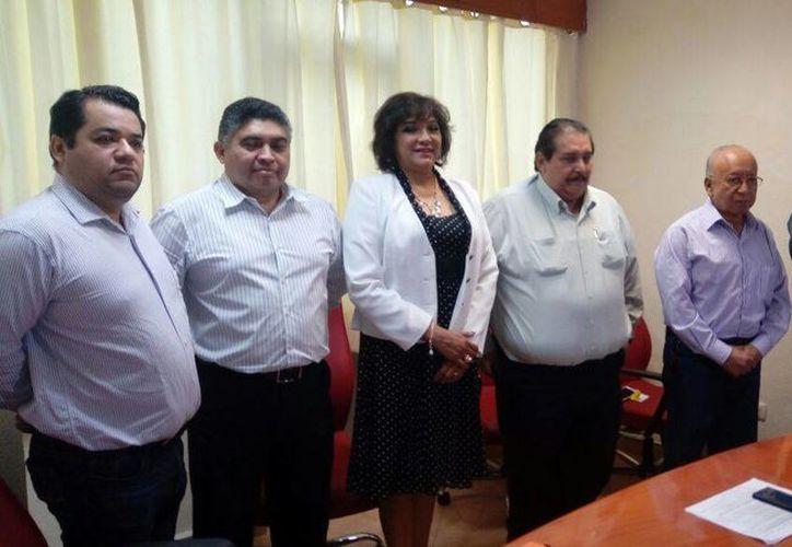 Los funcionarios que fueron designados a los cargos. (Eric Galindo/SIPSE)