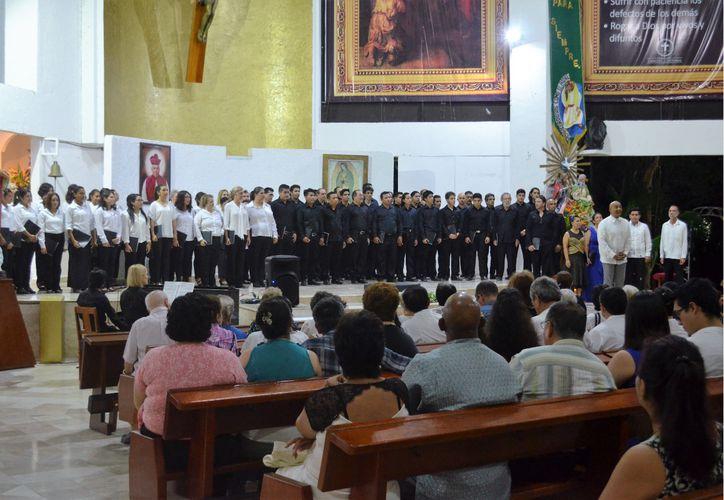 El Coro Sinfónico de Cancún prepara la presentación de Carmina Burana. (Faride Cetina/SIPSE)