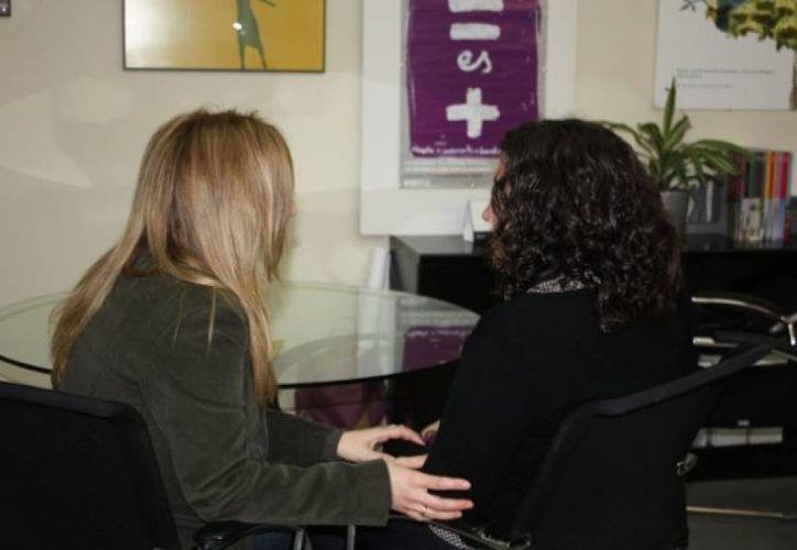 Los profesionales que tratan a las mujeres víctimas de violencia reciben un curso de contención emocional. (Redacción/SIPSE)