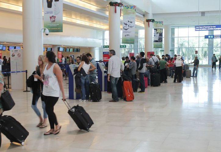 Ayer se realizaron 384 operaciones en la terminal aérea. (Jesús Tijerina/SIPSE)