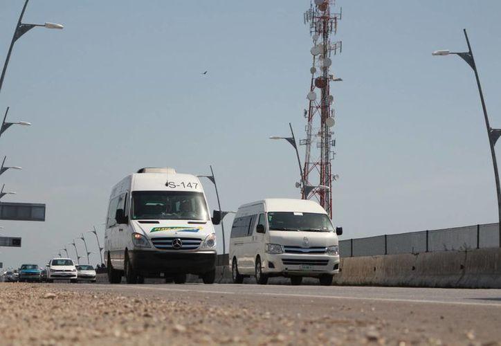 A partir de hoy iniciarán las labores de reecarpetamiento en los puentes de Playa del Carmen. (Adrián Barreto/SIPSE)
