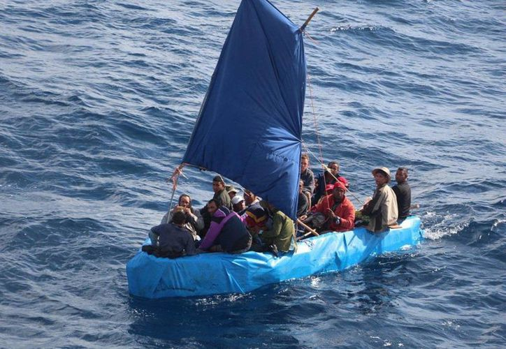Cientos de cubanos recalan en las costas de la Península de Yucatán en su ruta hacia los Estados Unidos. Organizaciones civiles denuncian que los isleños son víctimas de extorsiones por parte del personal migratorio. (Archivo/Notimex)
