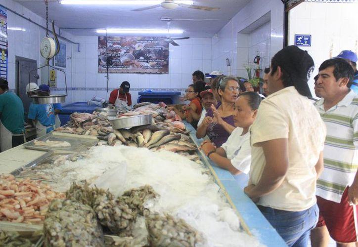 Pescaderías vendieron 70% del producto ofertado. (Paloma Wong/SIPSE)