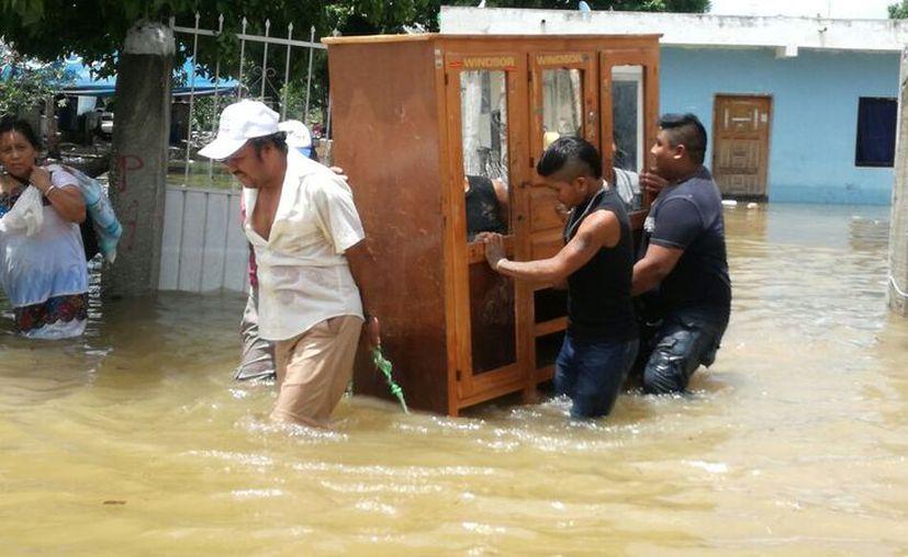 En algunas zonas el agua rebasó los 90 centímetros de altura. (Milenio Novedades)