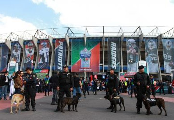 El Estadio Azteca fue escenario del encuentro de este domingo entre Raiders y Patriotas. (Foto: Notimex)