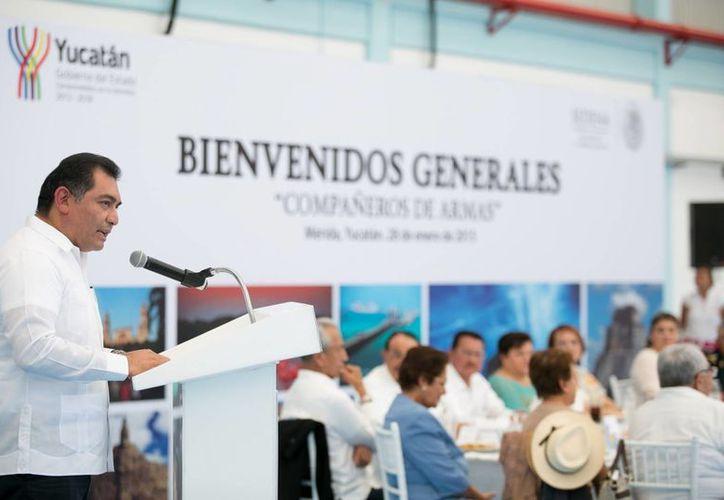 El secretario de Gobierno, Víctor Caballero Durán, fue orador en la comida para generales retirados, en la Base Aérea Militar número 8. (SIPSE)