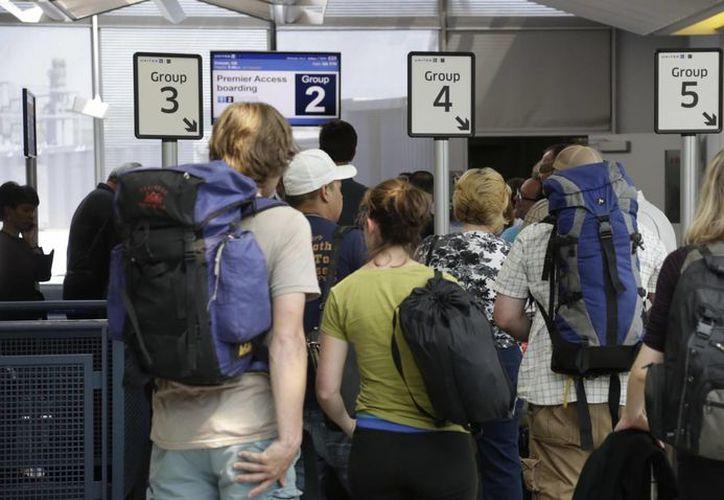 Muchas veces los pasajeros pierden vuelos de conexión por demoras de las aerolíneas. (Agencias)