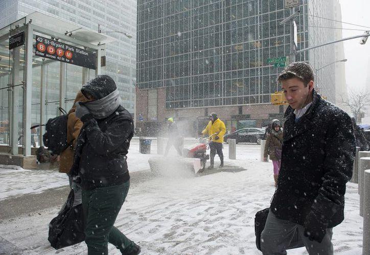 El alcalde de Nueva York, Bill de Blasio, pidió a los habitantes de la ciudad no desestimar los efectos de la tormenta de nieve. (Notimex)
