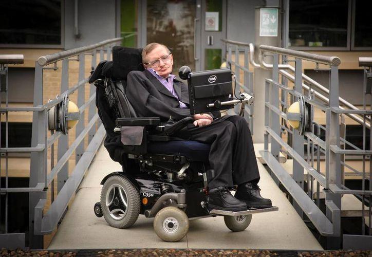 El científico inglés Stephen Hawking podría ganar por fin el Premio Nobel por su teoría sobre los agujeros negros. (time.com)