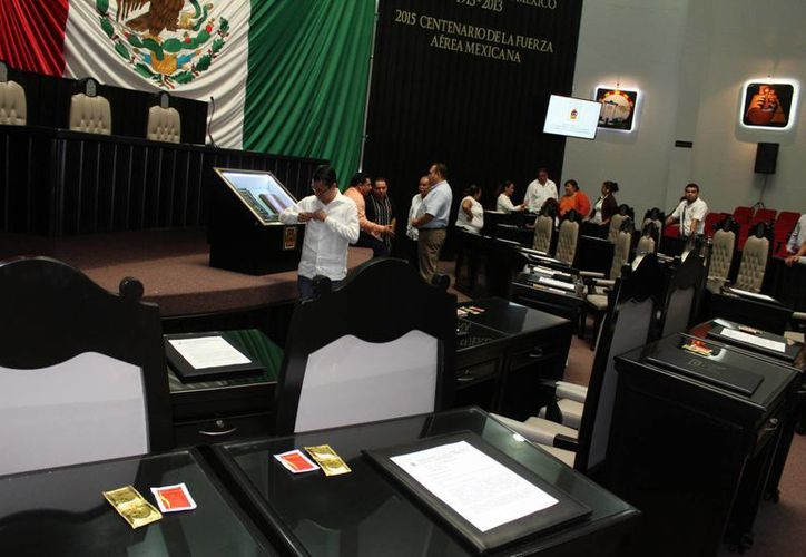 Los funcionarios de Quintana Roo recibirán un bono por 'Constancia y fidelidad'. (Eddy Bonilla/SIPSE)