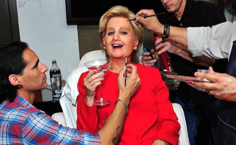 Katy Perry se vistió con un vestido rojo, característico de Hillary Clinton. (Instagram katyperry)