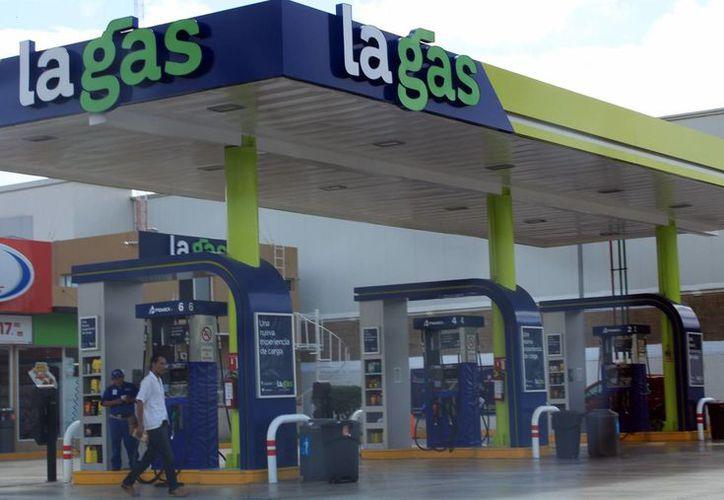 Desde el primer día del próximo año aumentará el precio del combustible. (Luis Soto/SIPSE)