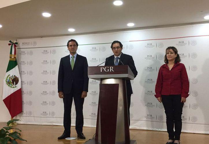 El diario estadunidense The New York Times publicó que el gobierno mexicano espía a defensores de derechos humanos. Twitter: @PGR)