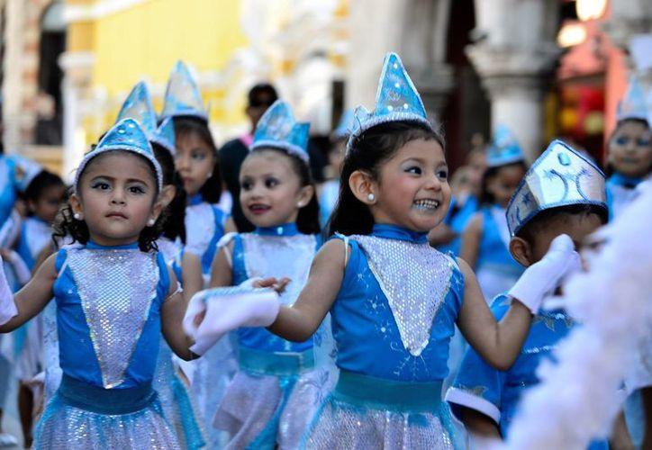 Este jueves por la tarde se realizó el Desfile Infantil del Carnaval de Mérida 2017. Mañana será el Viernes de Corzo en  Plaza Carnaval, dentro del recinto ferial de Xmatkuil desde las 20:30 horas. (Daniel Sandoval/SIPSE)