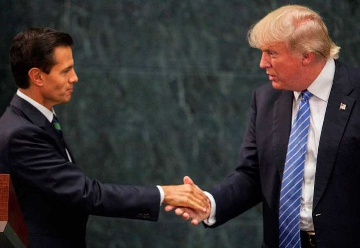 Trump amagó que forzaría a México a pagar por el muro imponiendo un arancel del 10 por ciento. (Agencia)