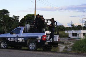 Desaloja la policía a maestros en Nicolás Bravo