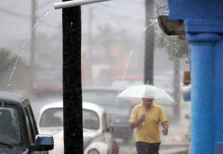 La afluencia de aire marítimo al Estado ocasionó un aguacero ayer.  (SIPSE)
