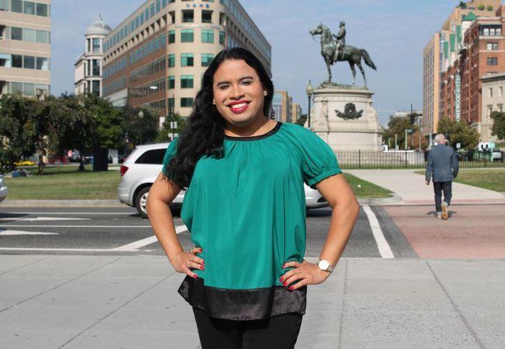 En esta foto proporcionada por el Centro Nacional para la Igualdad Transgénero (NCTE) se puede ver a Raffi Freedman-Gurspan en Washington, la primera persona transgénero contratada a la Casa Blanca. (Agencias)