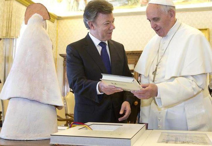 El Papa confesó al presidente de Colombia que no podrá viajar a su país. (vaticaninsider.it)