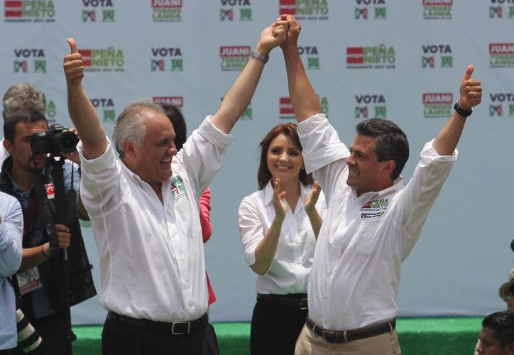 Torres Landa y el presidente Enrique Peña Nieto. (elmundodetehuacan.com)