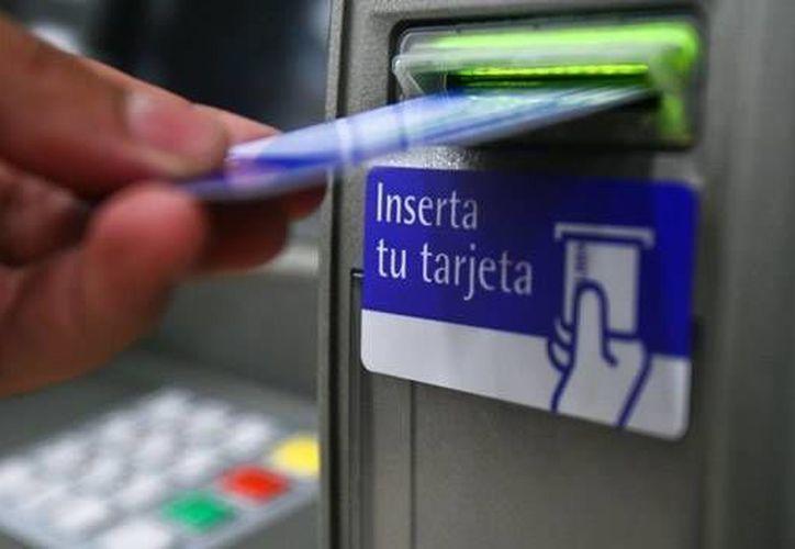 La red de cajeros automáticos quedará a disposición de los usuarios bancarios de todo el país, al igual que las sucursales ubicadas en plazas comerciales. (Archivo/SIPSE)