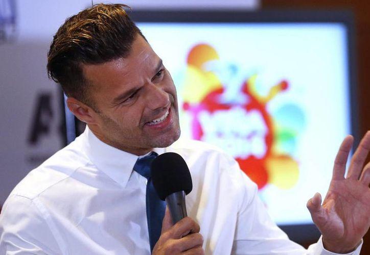 En conferencia previa a su presentación en Viña del Mar, el cantante Ricky Martin invitó a rezar por Venezuela. (EFE)