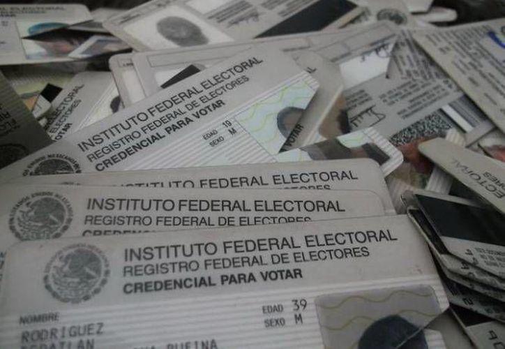 La destrucción de credenciales electorales, llevada a cabo este miércoles, forma parte de una actividad trimestral. (SIPSE)