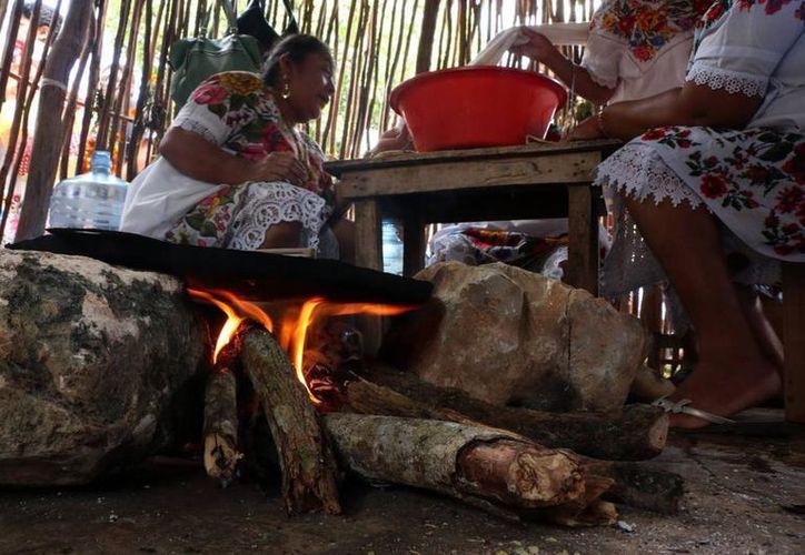 Usar fogón o leña para cocinar, son los principales causantes de enfermedades crónicas degenerativas. (Joel Zamora/SIPSE)