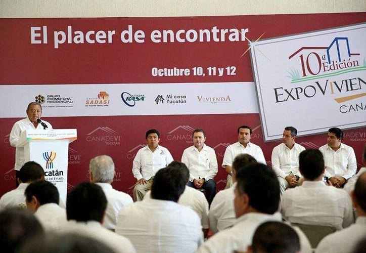 La décima edición de la Expovivienda Yucatán 2014 pone al alcance de los habitantes del Estado 7,000 ofertas de predios e igual número de créditos. (Cortesía)