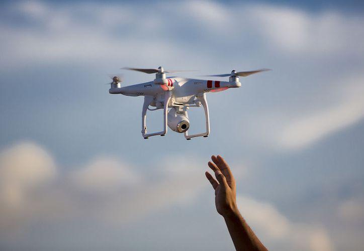 Busca Senado castigar con hasta 12 años a quien use drones para cometer delitos. (Foto: Look Out Magazine)
