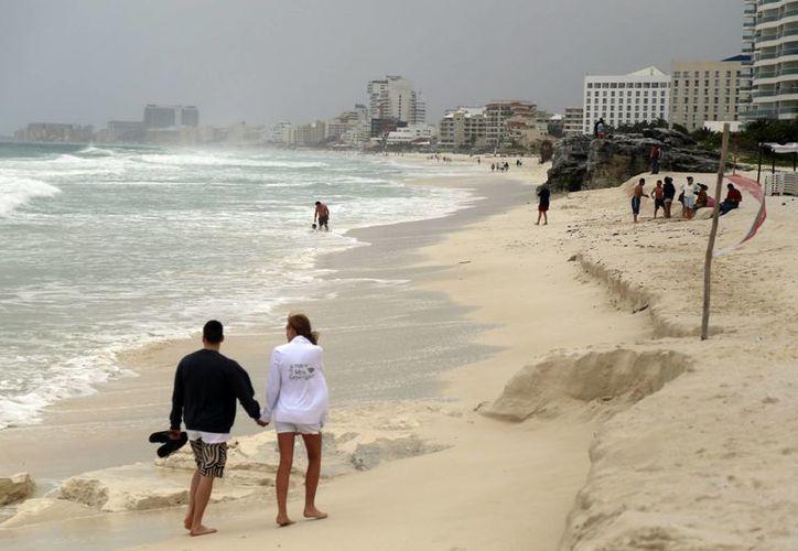 """Varios metros de playa """"desaparecieron"""" por el mal tiempo. (Israel Leal/SIPSE)"""