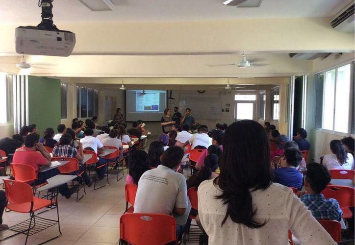 La Universidad cuenta con ocho carreras y una maestría que se ofrece a 630 alumnos. (Ángel Castilla/SIPSE)