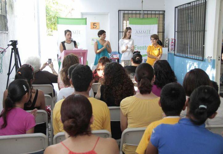En el evento asistió la presidenta del Sistema para el Desarrollo Integral de la Familia (DIF) de Benito Juárez, Luciana Da Vía de Carrillo; la presidenta de la Ammje, Leslie Hendricks Rubio, y la directora de Astra, Martha Basurto Origel. (Tomás Álvarez/SIPSE)