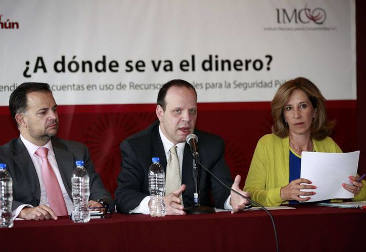 Alejandro Hope (c) dijo que el mecanismo de rendición de cuentas está roto. (Notimex)