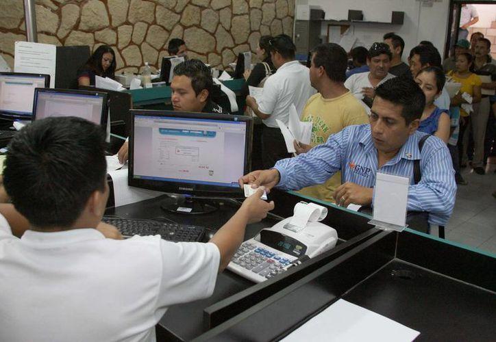 Los pagos se pueden realizar en las cajas de la dirección de Ingresos del Ayuntamiento y los módulos de las delegaciones. (Redacción/SIPSE)