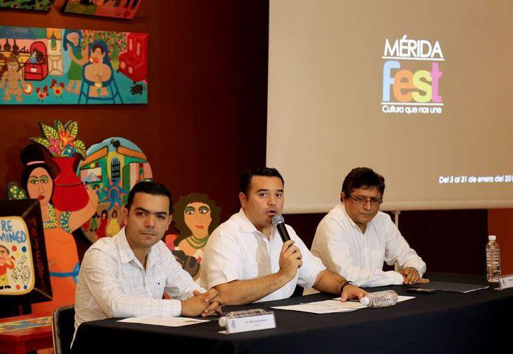 Conferencia de prensa para informar de las actividades del Mérida Fest 2014. (SIPSE)