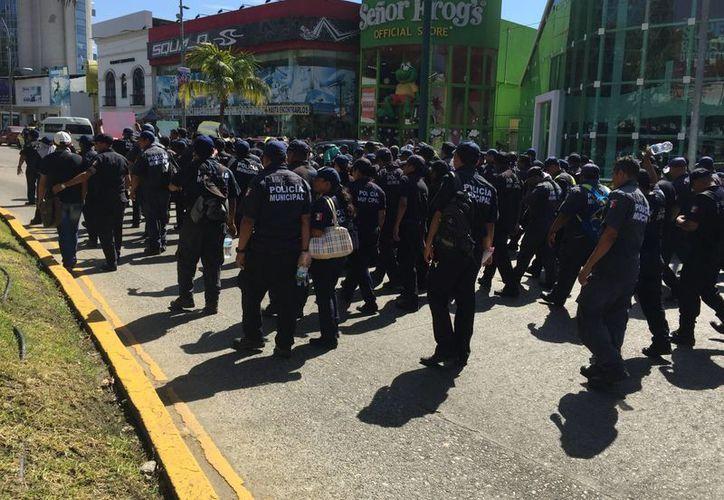 La protesta de policías en Acapulco se da en el marco de  la negativa del presidente municipal hacer liquidaciones conforme a la ley.  (Notimex)