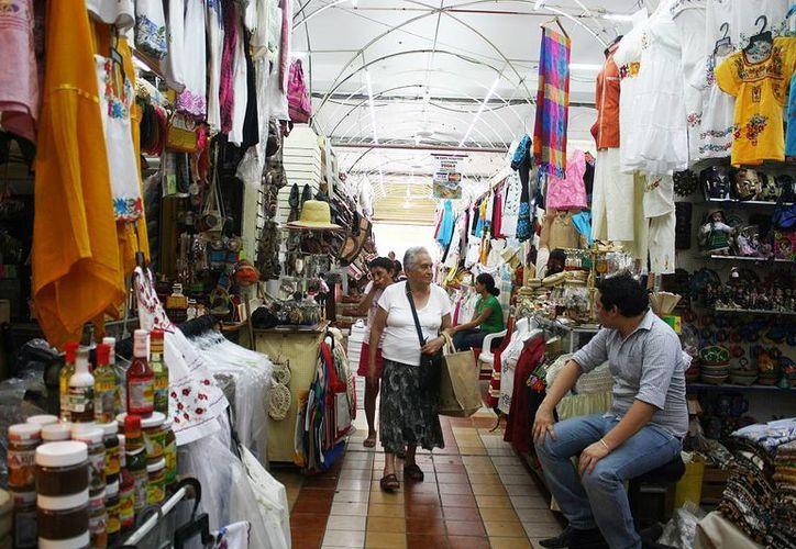 Varios comerciantes aseguran que los extranjeros ahora prácticamente solo vienen a tomar fotos. (SIPSE)